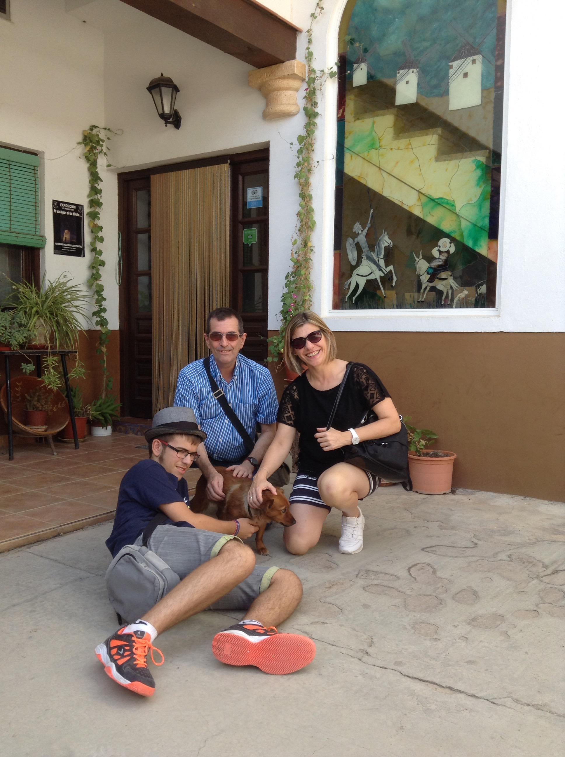 Nuevos amigos desde Valladolid. Rosa, Luis y David encantados de conocer a Niza, esperamos que volváis pronto!